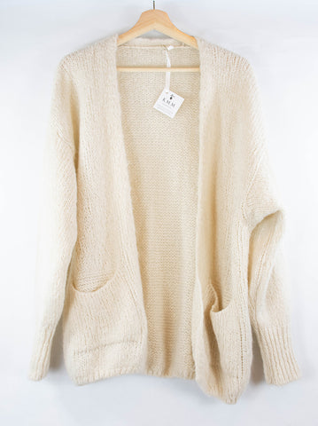 cardigan_sweater_longsleeve_pockets_cream_one-size_off-white_front