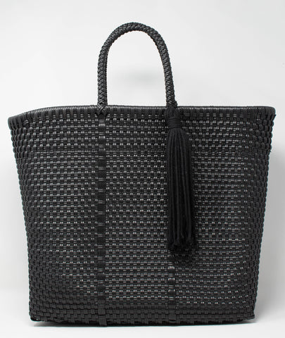 recycled_plastic_handbag_tote bag_woven_reusable_tassel_black