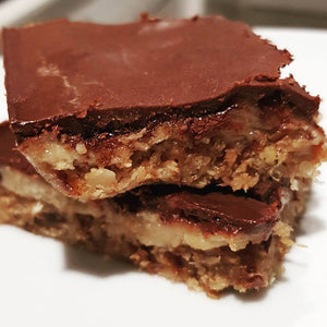 Raw gooey caramel slice