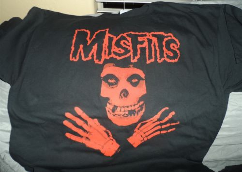THE MISFITS - Red Crimson Ghost T-Shirt ~Brand New / Never Worn~ S / 2XL