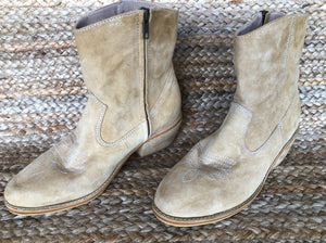 Mahli Suede Boot - Natural