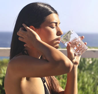 The Many Ways That Drinking Water Affects the Skin and Body