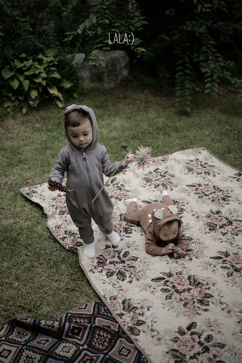 Two kids wearing Lala Bambi romper in grey and brown