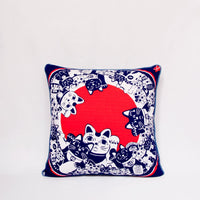 Maneki-neko Throw Pillow