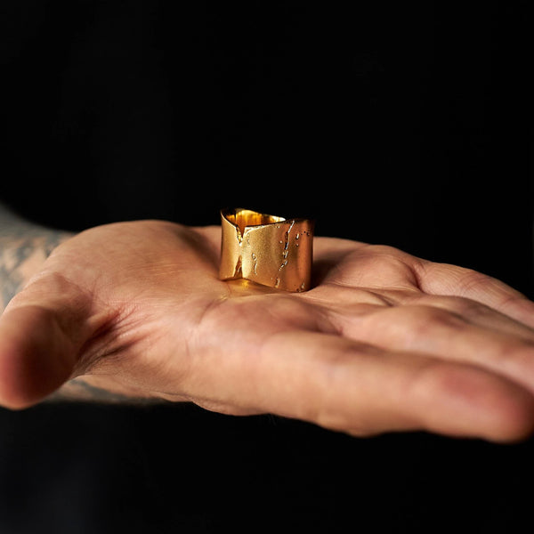 DION DREYES CHUNKY GOLD RINGS