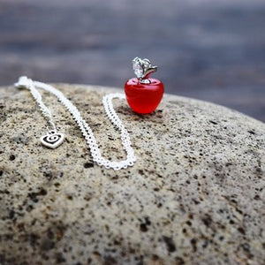 snow-white-glass-red-apple-necklace