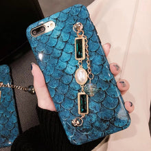 Load image into Gallery viewer, Luxury Mermaid With Pearl Bracelet Phone Case