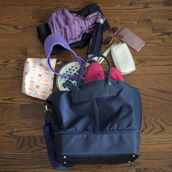 what's in Caroline's Julia Everywhere Tote?