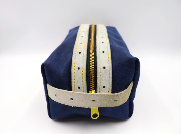 Claw Collection Strap Bathroom Bag