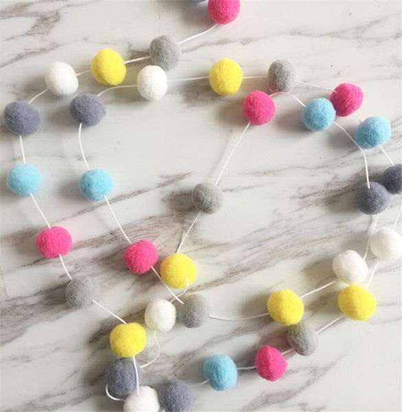"Mini ""Pom-Pom"" Tasseled Garland"