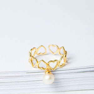 Gold hearts and pearl resizable ring