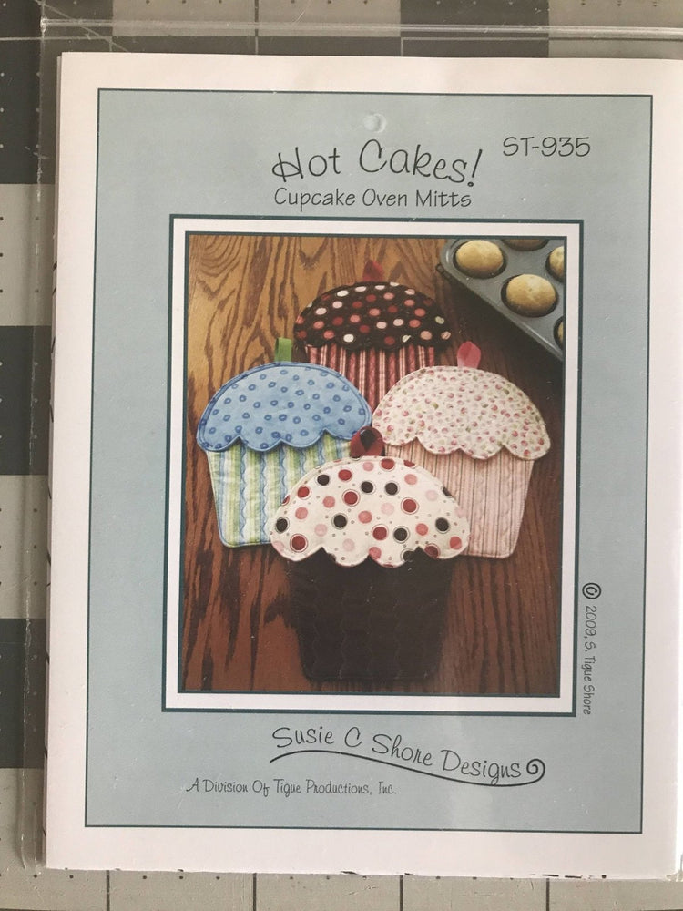 Hot Cakes - Oven Mitts Pattern - Cupcake by Susie Shore Designs - Mini Pattern - RebsFabStash