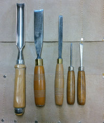Various woodworking chisels, different sizes.