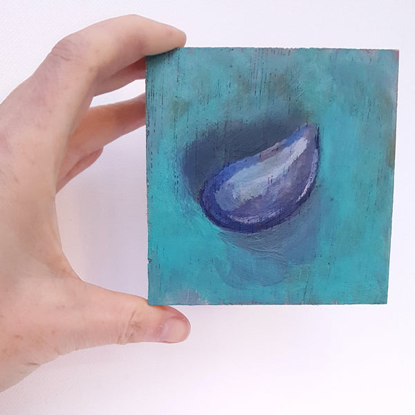 Small painting of a mussel shell on a turquoise background by Julia Laing.