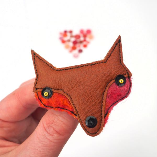 Brooch - Fox - Leather and Wool