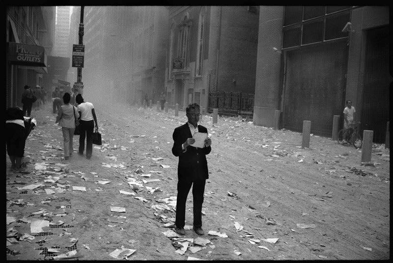 World Trade Center Attack, NYC [man reading paper] - Larry Towell | FFOTO