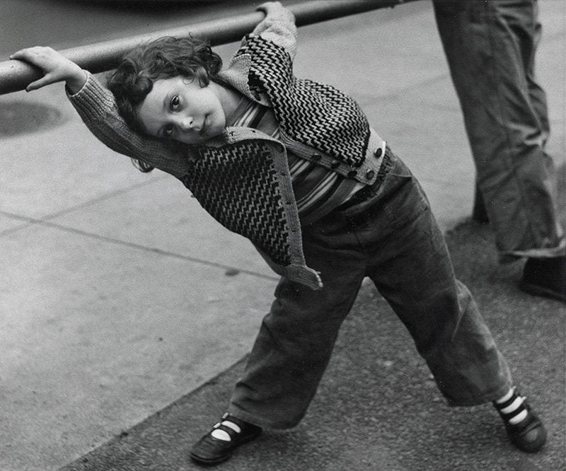 Philadelphia [Young girl hanging on a rail] - Dave Heath | FFOTO