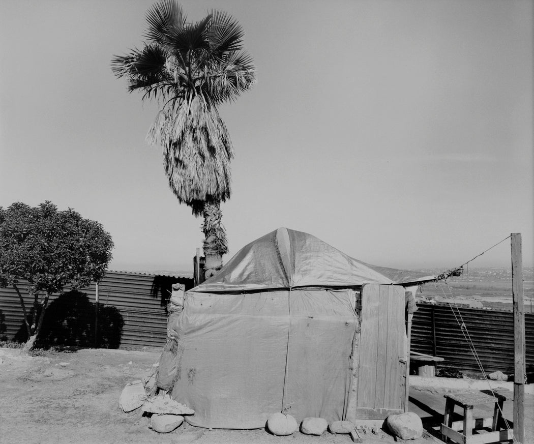 FFOTO-Geoffrey James-Crossing Supply Tent, Tijuana