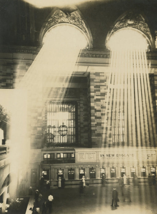 Sun rays head on, too high up, Grand Central - Alexander Artway | FFOTO