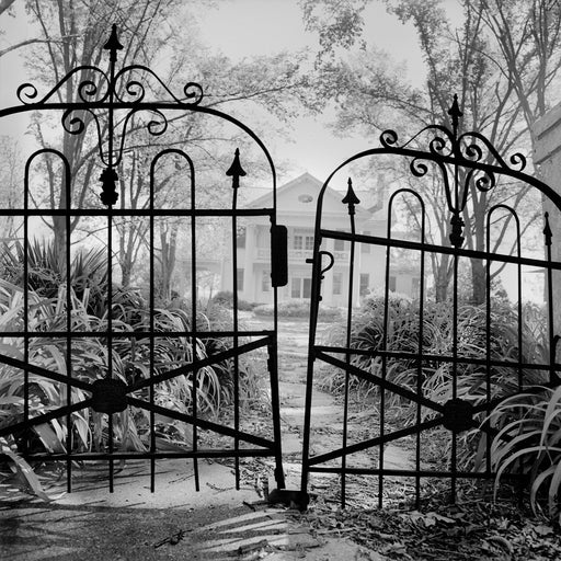 Mississippi, [White house with black iron gate]