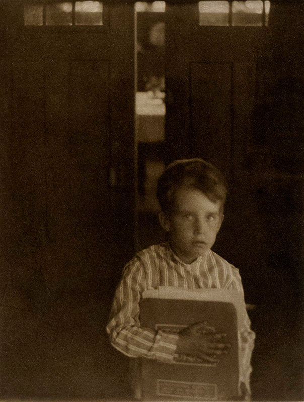 FFOTO-Clarence White-Boy with Camera Work
