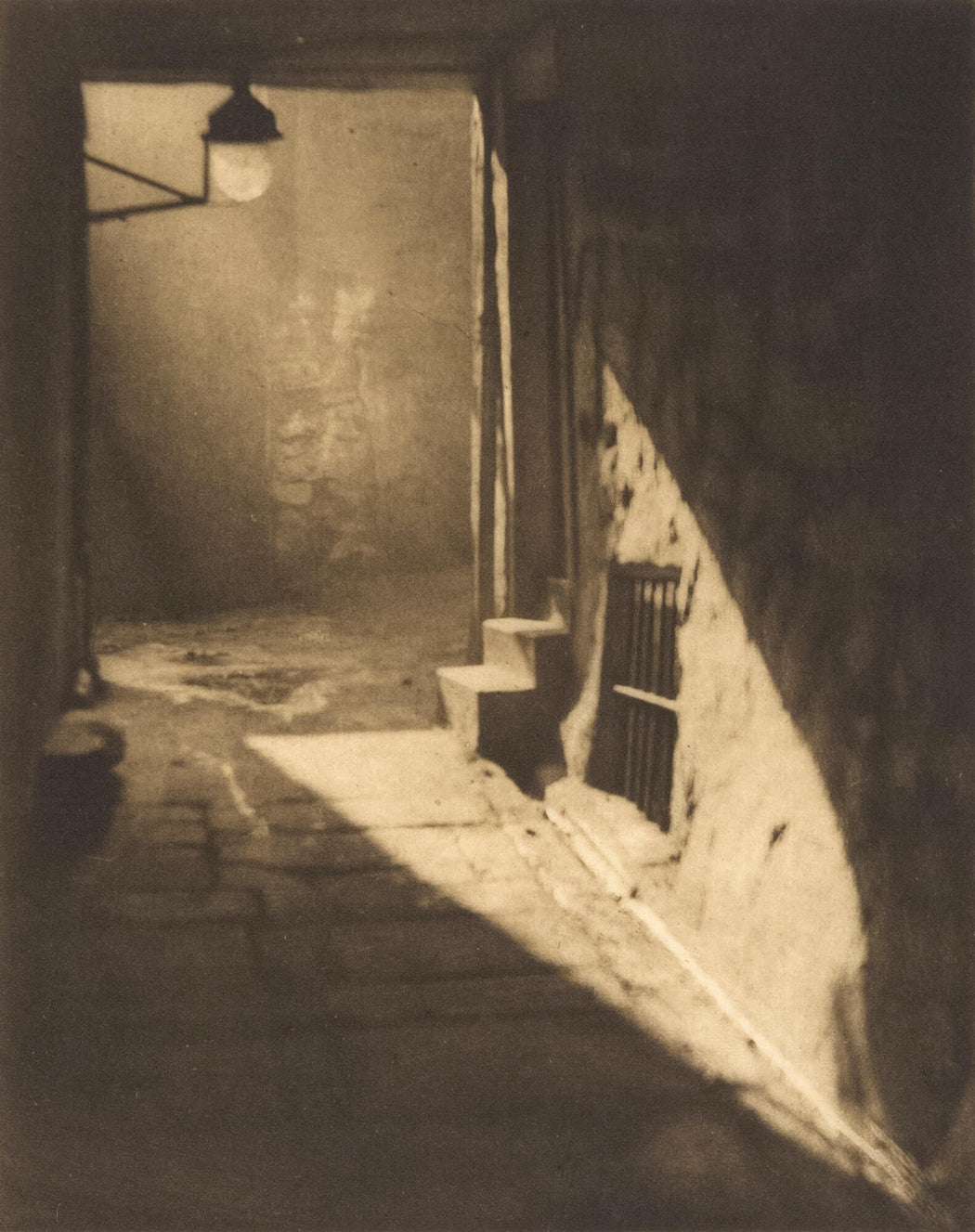 Weir's Close - Alvin Langdon Coburn | FFOTO