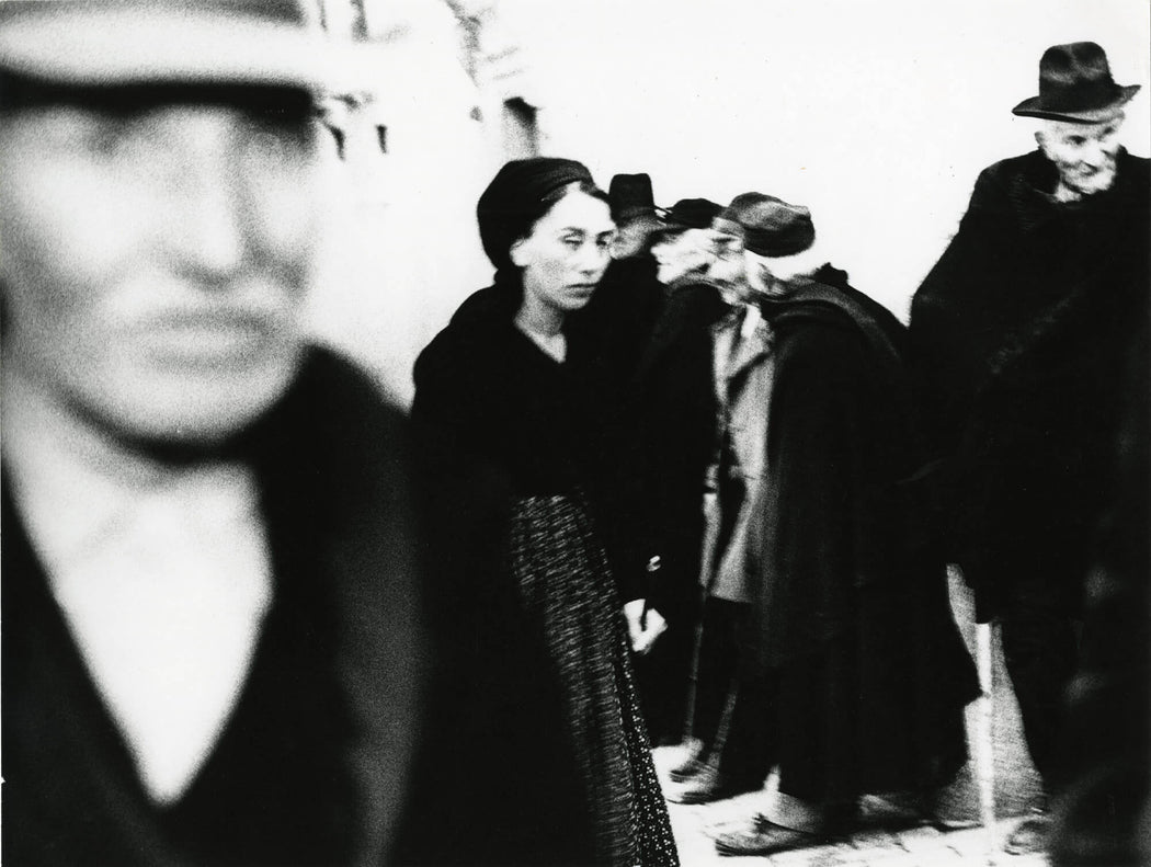 FFOTO-Mario Giacomelli-La Gente del Sud: Scanno (woman in crowd)