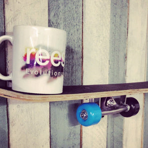 Tom - The skateboard shelf