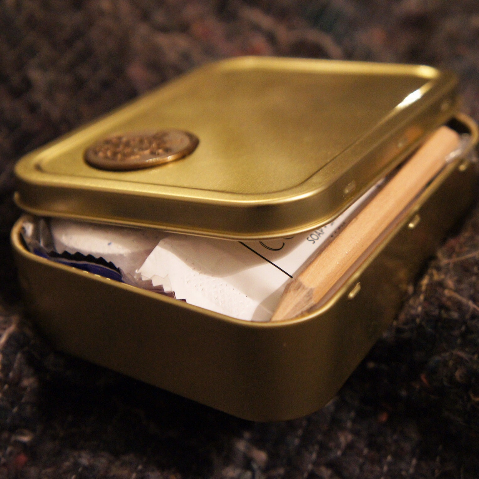 Little gold tin
