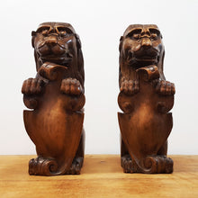 Pair of English Heraldry Lions