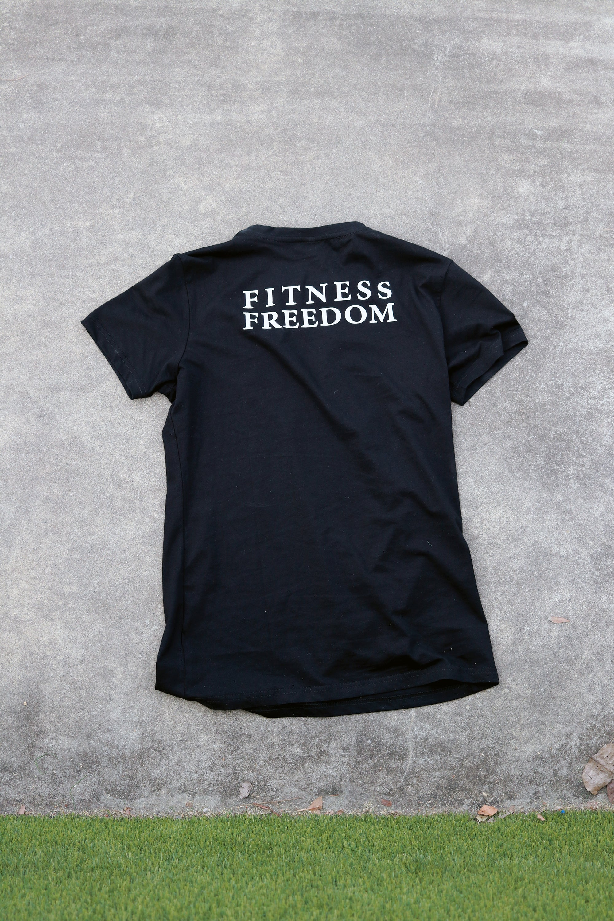 Fitness t-shirt in black with white logo, 100% cotton breathable natural fabric