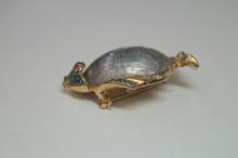 Load image into Gallery viewer, Gold Plated Fish Shell Brooch