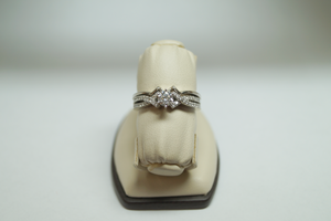 14K Wilcox Jewelers Round Center Wedding Set