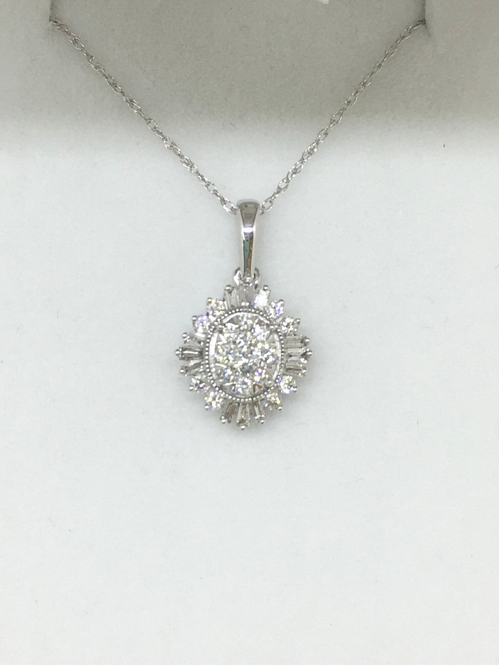 14k White Gold Cluster Necklace