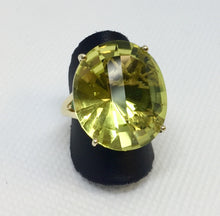 Load image into Gallery viewer, Large Lemon Quartz Fashion Ring
