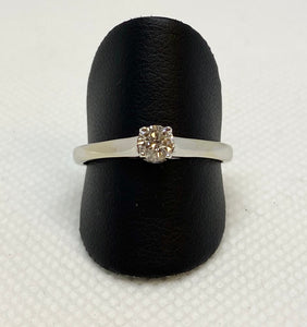 Gorgeous 14K White Gold Round Solitaire Engagement Ring