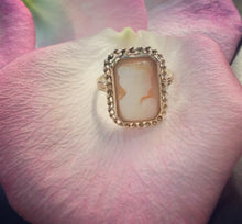 Load image into Gallery viewer, Vintage Gold Cameo Ring