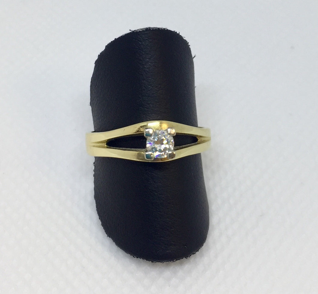 18ky Diamond Ring