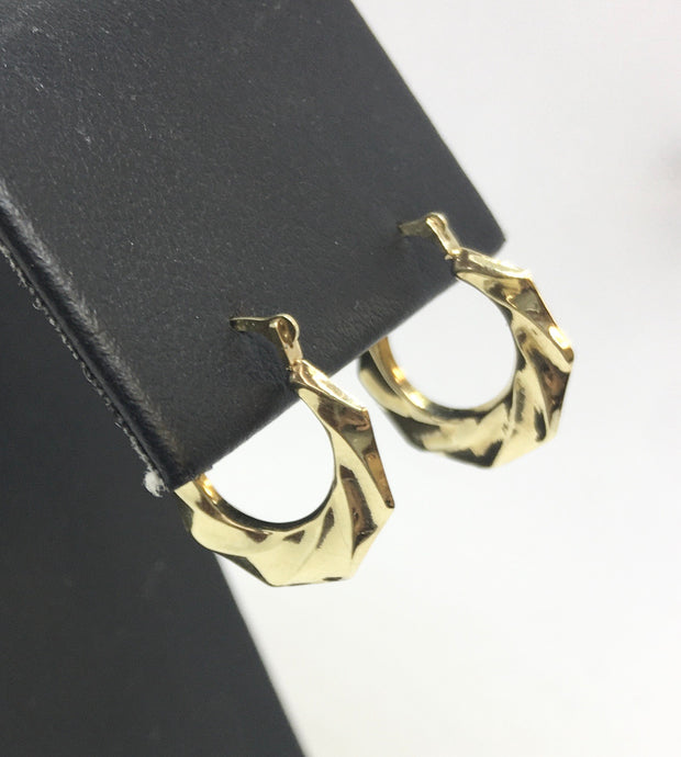10k Yellow Gold Wavy Hoop Earrings