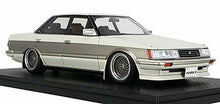 Load image into Gallery viewer, Ignition Model 1/18 Toyota Mark II Grande (GX71) White / Gold Finished Goods