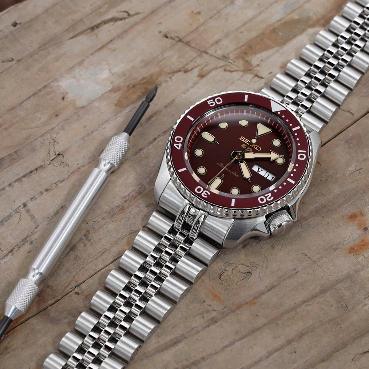 NEW Seiko 5 SPORTS SRPD69K1 (FLAT HARDLEX CRYSTAL)