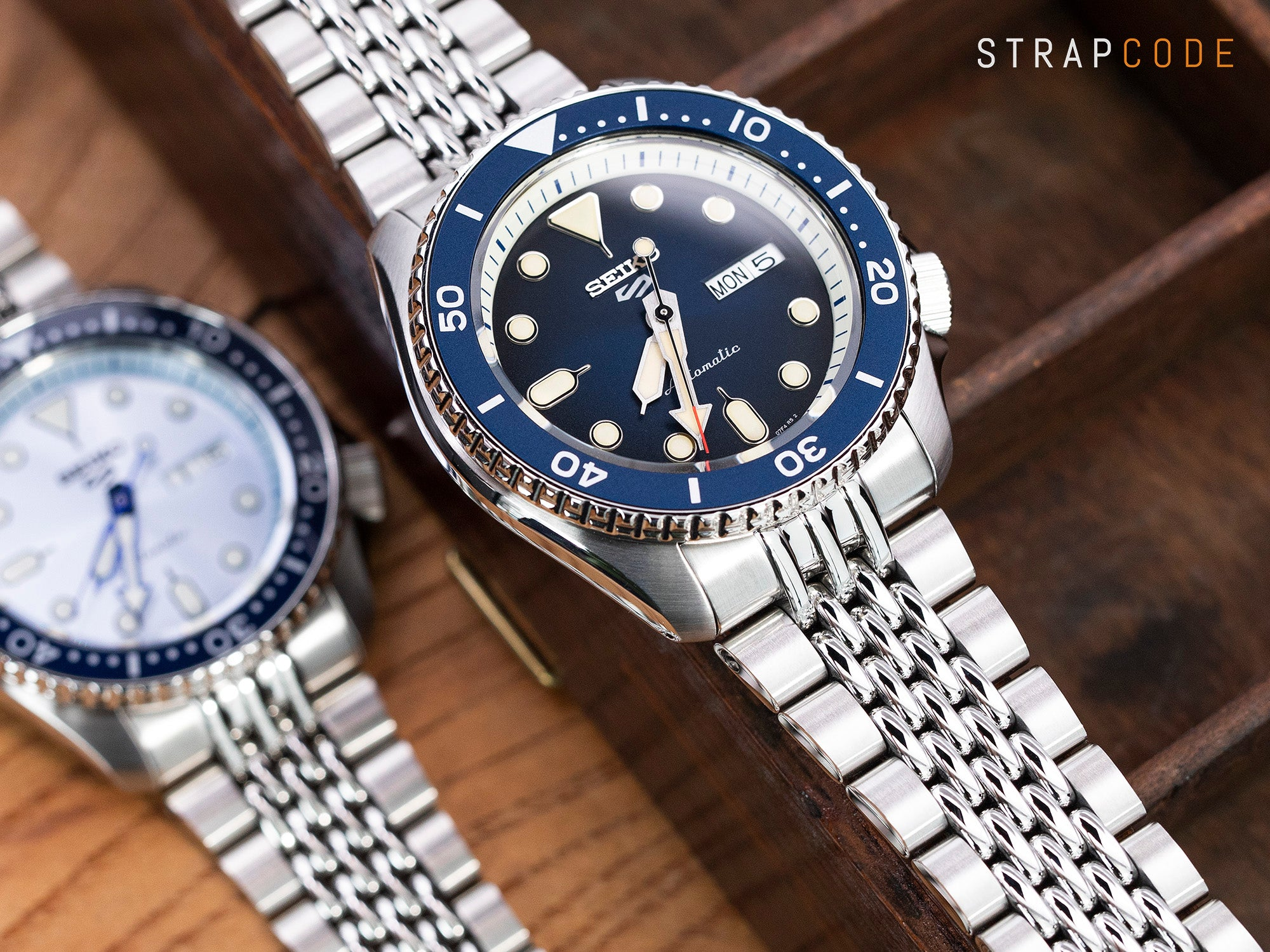 strapcode-watch-bands-W_SS221820BPS123_grp-Seiko-5-Sports-SRPD71K2-Blue