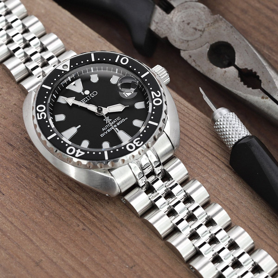 20mm ANGUS Jubilee 316L Stainless Steel Watch Bracelet for Seiko Mini Turtles SRPC35, Brushed, Wetsuit Ratchet Buckle - Strapcode