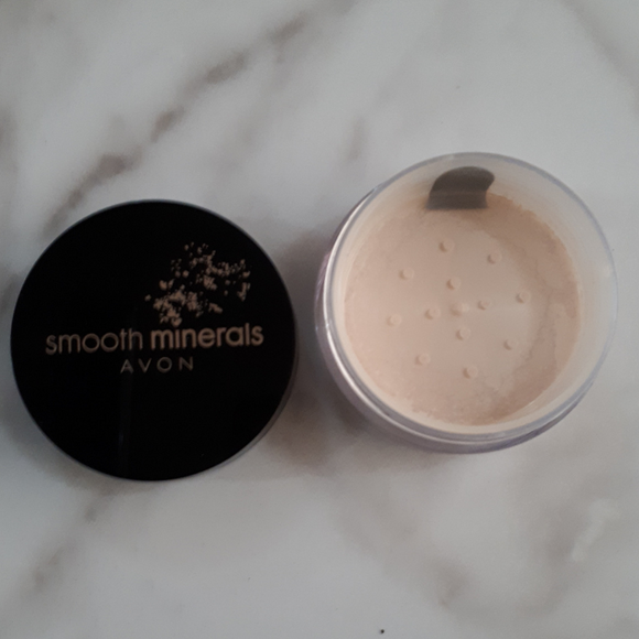 Avon Smooth Minerals Powder Foundation - Transparent Glow