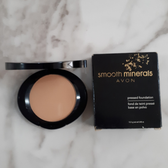 Avon Smooth Minerals Pressed Foundation - Sand Beige