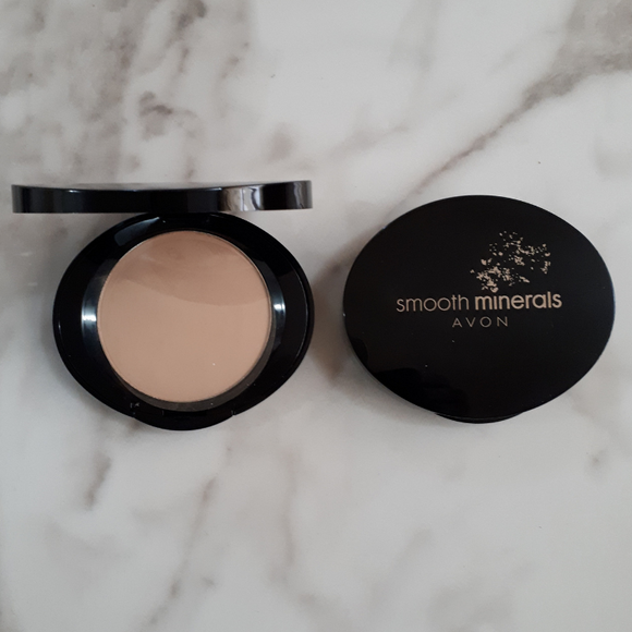 Avon Smooth Minerals Pressed Foundation - Shell