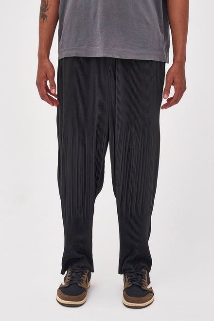 Black Pleated Trousers In Relaxed Fit