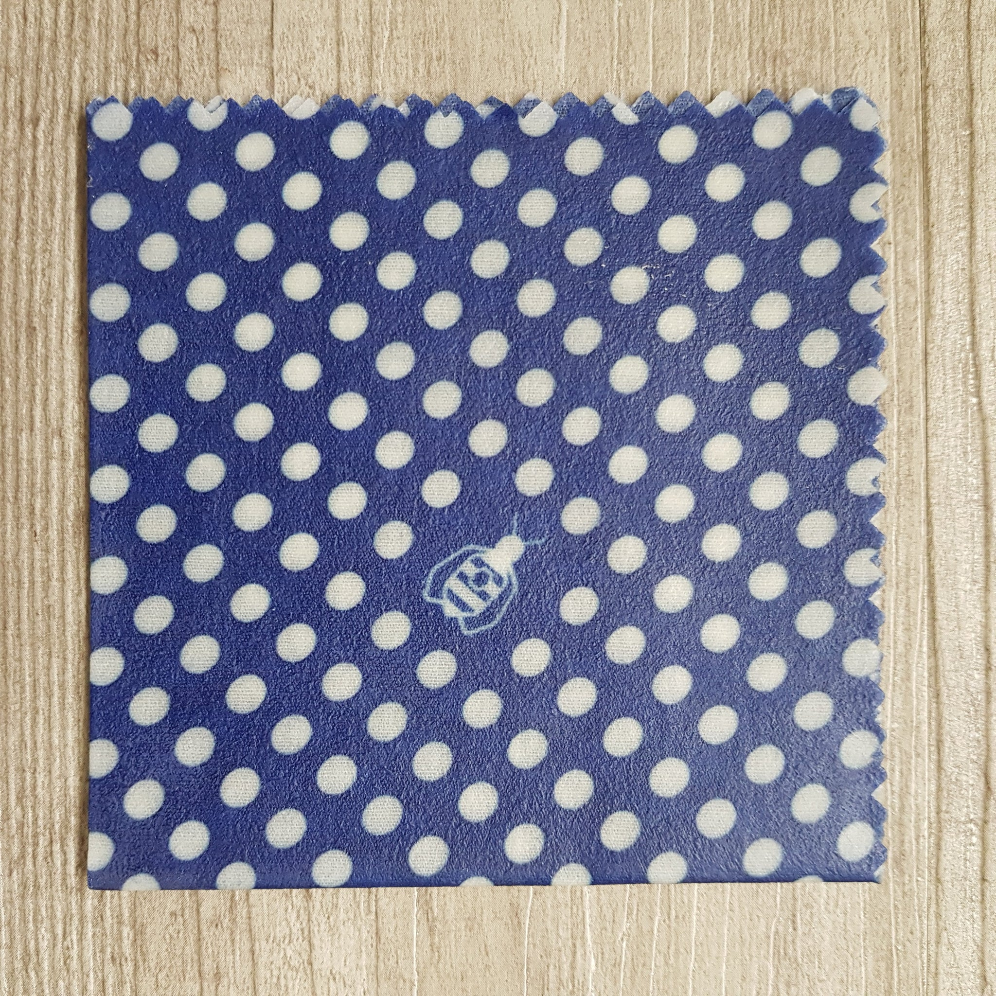 Small beeswax wrap - Blue polka dots