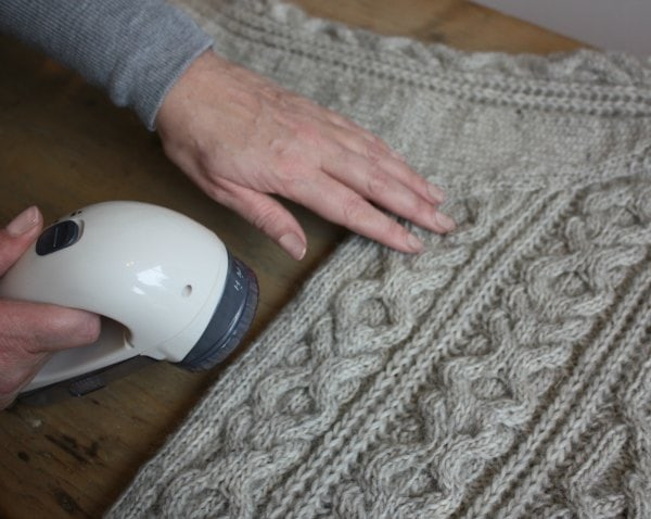 remove bobbles from knitwear with a bobble buster