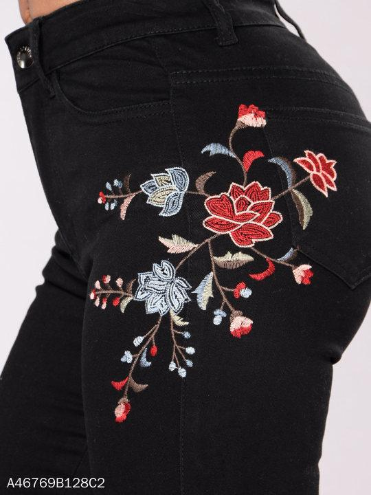 Embroidery Patch Pocket Slim-Leg Jeans